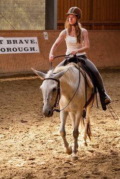Wir können Zügelhilfen ohne schlechtes Gewissen nutzen, um das Pferd zu lenken. Warum das so ist, erkläre ich in diesem Beitrag.