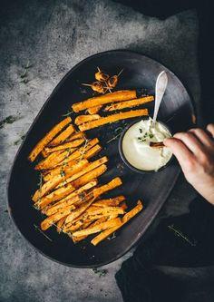 Sprøde søde kartoffel fritter i ovn, www.bydianawi.com Actifry Recipes, Vegan Recipes, Snack Recipes, Food N, Food And Drink, Best Blueberry Muffins, Danish Food, Food Club, Dinner Sides