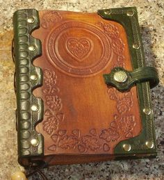 Handcrafted Antiqued Green & Brown Leather Blank Book With Oak Leaf Tooling-SR Leather Art, Leather Books, Custom Leather, Leather Tooling, Green Leather, Leather Bible Cover, Leather Book Covers, Bible Cases, Leather Projects