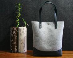 Articoli simili a Grande sentiva Tote con taglio fuori borsa a tracolla, modello di fiore sentito che tote grigio colore Shopper sentiva sacchetto su Etsy