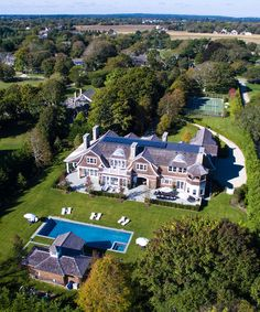 Behind the Doors of the Hamptons' Most Expensive Listings Hamptons House, The Hamptons, Example Of News, Farm Gardens, Home Pictures, Building Design, Victorian Homes, Exterior Design, Future House