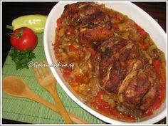 Friptura de porc cu legume la cuptor My Favorite Food, Favorite Recipes, Romanian Food, Pot Roast, Zucchini, Cooking Recipes, Beef, Ethnic Recipes, Pork