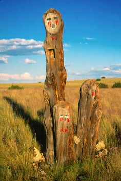Dine tree sculpture, Navajo Reservation (photo by Sgtgizmo6871) -- artwork of the gods that someone (probably Dine') made out of an old tree a long highway 89—been there forever.