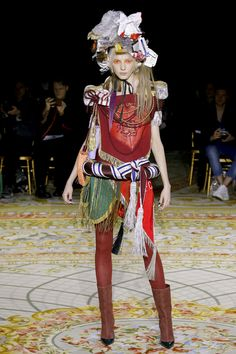 See the complete Andreas Kronthaler for Vivienne Westwood Fall 2017 Ready-to-Wear collection.