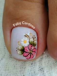 TOO cute flower nail art for toes! Pretty Toe Nails, Cute Toe Nails, My Nails, Pedicure Nail Art, Toe Nail Art, Manicure And Pedicure, Toenail Art Designs, Flower Pedicure Designs, Beautiful Nail Designs