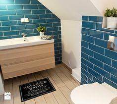 Nadmorski klimat. - Mała łazienka na poddaszu - zdjęcie od SHOKO.design