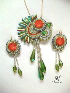 Soutache Sans-Souci.  What a gorgeous & unique set...love it.  I'm growing very fond of soutache jewelry.