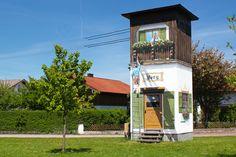 Art-EFX-Trafostation mit klassisch-oberbayrischem Fensterln-Motiv, #artefx, #murals, #muralpainting, #streetart, #graffitiauftrag, #substation, #illusionsmalerei, #oberbayern, #albaching