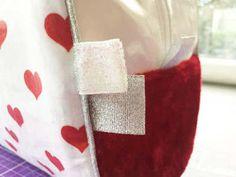 Tuto tout simple : le petit panier en tissu (ou la petite panière...ou la petite corbeille...à couches, vide-poches, ou à tout ce qu'on veut) - Huguette Huguette New Years Eve Party, Patches, Diy, Angles, Creativity, Tutorial Sewing, New Years Party, Bricolage, Handyman Projects