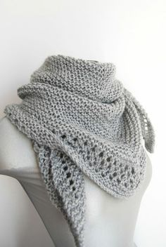 Ideas Crochet Shawl Wrap Tutorials For 2020 Knitted Cape, Knitted Shawls, Knitting Stitches, Free Knitting, Crochet Hat With Brim, Knitting Patterns, Crochet Patterns, Knitting Ideas, Crochet Summer Tops