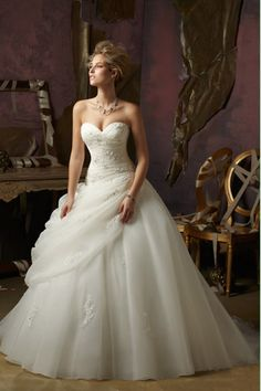 2014 Sweetheart Pleated Bodice A Line Wedding Dress With Ruffled Organza Skirt Lace Up