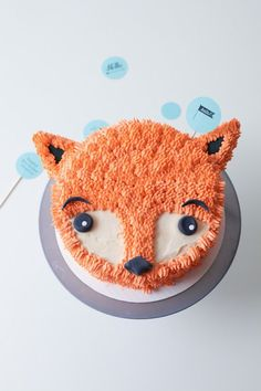 DIY Furry Fox Cake Tutorial - perfect for a winter birthday party!