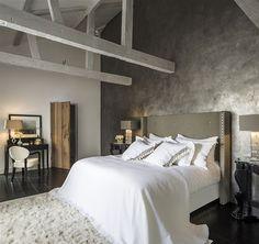 Allemaal hechten we waarde aan een goede nachtrust. Des te beter als je bed buiten warm en zacht, ook nog eens mooi oogt. Ontdek de nieuwe bedden die Suzanne Loggere voor Nilson Beds ontwierp.