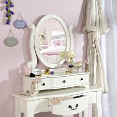 ... deze kaptafel. Past perfect in een landelijk romantische slaapkamer