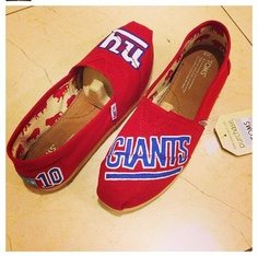 NY Giants Toms OOOOMMMMGGG I need these in my life ASAP!!!!!!!