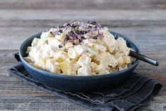 POTETSALAT MED EPLE OG PURRE Meat Salad, Fish And Meat, Frisk, Sour Cream, Acai Bowl, Potato Salad, Side Dishes, Grilling, Salads