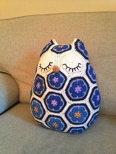 Cute! African flower hexagon crochet owl pillow. Ravelry: Maggie the Owl Pillow pattern by JOs Crocheteria