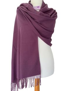 Purple pashmina / wrap / oversized plain scarf, beautiful and soft with tassel trim to the ends. 76 inch / 190 cm in length and 28 inch / 70 cm in width, the pashmina drapes and falls beautifully. Pashmina Wrap, Plum Wedding, Prom Accessories, Prom Outfits, Evening Attire, Oversized Scarf, Scarf Styles, Tassel, Costume