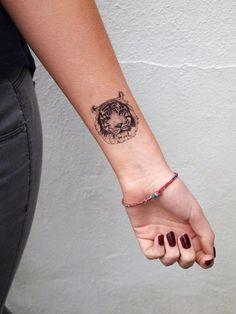tatuajes animales, tatuajes para mujeres, tatuajes en el brazo, tatuajes en la muñeca, tatuaje de lobo, lobo