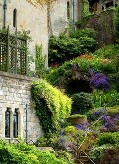 Windsor Castle in England. by jonneydangerous