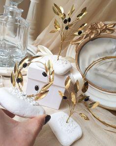 Χειροποίητες μπομπονιέρες γάμου μεταλλική ελιά από μπρουτζο,exclusive νέα σχέδια by valentina-christina 210 5157506 #gamos#vaptisi#vaftisi#baptism#mpomponieres#mpomponiera_elia#prototipesmpomponieres#wedding#weddingfavors#baptismfavors#olivetree#athens#greece#valentinachristina#μπομπονιέρα #μπομπονιερες_γαμου#μπομπονιέρες Olive Wedding, Our Wedding, Wedding Favours Luxury, Metal Art, Unique Weddings, Awesome, Gifts, Decorations, Sport