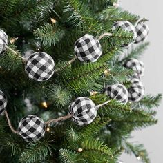 Black Buffalo Check Christmas Garland Just ordered 2 for my Kitchen tree! Silver Christmas Decorations, Christmas Tree Themes, Diy Christmas Ornaments, Christmas Balls, Christmas Wreaths, Red Ornaments, Buffalo Plaid Christmas Ornaments, Christmas Ideas, Country Christmas Trees