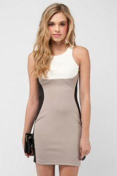 The colourblocking in this dress is genius, it is SO figure flattering.