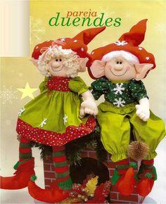 patron para elaborar bella pareja de duendes Christmas Is Coming, Santa Christmas, Family Christmas, Vintage Christmas, Christmas Crafts, Christmas Decorations, Holiday Decor, Sewing Magazines, Christmas Program