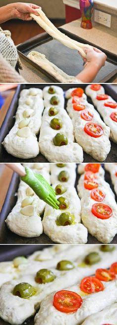 Bread dough, stuffed olives with anchovy, garlic and cherry tomatoes bathed with a little olive oil Masa de pan, con aceitunas rellenas de anchoa, tomate cherry o ajos bañada con un poco de aceite de oliva Subido de Pinterest. http://www.isladelecturas.es/index.php/noticias/libros/835-las-aventuras-de-indiana-juana-de-jaime-fuster A la venta en AMAZON. Feliz lectura.