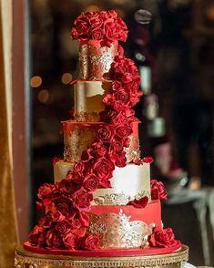 Big Wedding Cakes, Amazing Wedding Cakes, Wedding Cake Designs, Wedding Ideas, Sweet 15 Cakes, Quince Cakes, Red Rose Wedding, Wedding Flowers, Quinceanera Cakes