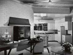 Ball-Arnaz Residence - Thunderbird Country Club, Rancho Mirage, CA - Paul Revere Williams, Architect. Photo by Julius Shulman Mid Century Dining, Mid Century House, 1950s House, Desi Arnaz, Vintage Interiors, Modern Interiors, Paul Revere, Lucille Ball, Home Decor Inspiration