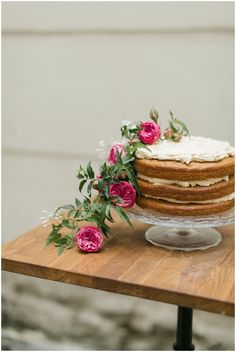 nake wedding cake | Image by Richelle Hunter Photography, Styling by Fallon Carter Weddings