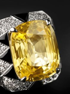 CARTIER. {Close up} Ring - one yellow sapphire, onyx, brilliant-cut diamonds. #Cartier #DépaysementDeCartier #2012 #HauteJoaillerie #HighJewellery #FineJewelry #NaturalPearl #Topaz #YellowSapphire #Diamond