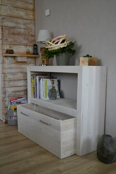 Pallet Shelves Projects What a great toy box with bookshelf for kids room. Pallet console in pallet living room with pallet Furniture Console - Console made out with only 2 repurposed wooden pallets. Repurposed Furniture, Pallet Furniture, Furniture Projects, Kids Furniture, Living Room Furniture, Furniture Design, Furniture Stores, Modular Furniture, Metal Furniture