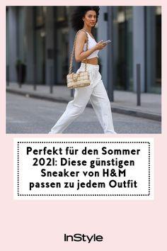 Weiße Sneaker sind auch im Sommer 2021 ein großer Trend. Das coolste, günstige Modell haben wir bei H&M entdeckt. Schnell shoppen! #instyle #instylegermany #sommer #sneaker #trend Biker, Paperbag Hose, Sneaker Trend, Outfit, Sweatshirt, Sneakers, White Shoes, Small Purses, White Sneakers