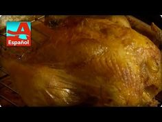 Dennise comparte su secreto para que el pollo asado te quede súper crujiente y jugosito a la vez. Chefs, Turkey, Meat, Chicken, Tips, Youtube, Food, Gastronomia, Crispy Chicken