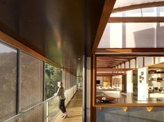 House built into the cliff in Australia.  Such great exposure to light.  So dreamy.