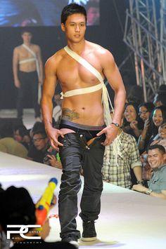 Love this pic of cute, hot, sexy, and handsome pinoy hunk Jiro Shirakawa at the 2010 Cosmo Bachelor Bash. ;)