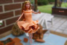 Puppenkleidung - enges Kleid mit 3 Volants für Barbie ** lachs - ein…