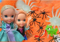 Elsa and Anna Toddlers Spiders Attack! Frozen Anna, Elsa, Rapunzel + Urs...