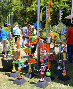 Garden totems More Outdoor Sculpture, Outdoor Art, Sculpture Art, Sculptures, Sculpture Garden, Garden Crafts, Garden Art, Garden Poles, Garden Stakes