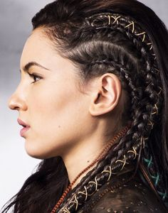 'The Shannara Chronicles' Premieres Next Week - See All The Pics Now!: Photo Wil (Austin Butler), Amberle (Poppy Drayton), and Eretria (Ivana Baquero) hold tight onto a rope in this new still from The Shannara Chronicles. Face Off, Hair Inspo, Hair Inspiration, Braided Hairstyles, Cool Hairstyles, Viking Hairstyles, Party Hairstyles, Fantasy Hairstyles, Feathered Hairstyles