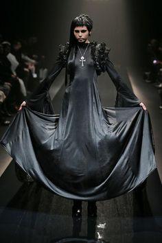 "f-l-e-u-r-d-e-l-y-s: "" Alice Auaa Autumn (Fall) / Winter 2013 "" Dark Fashion, Gothic Fashion, High Fashion, Autumn Fashion, Macabre Fashion, Timeless Fashion, Tokyo Fashion, Runway Fashion, Womens Fashion"