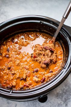 This easy crockpot turkey chili recipe is healthy, hearty, and comforting. A big batch will give you tons of tasty leftovers! Crock Pot Recipes, Healthy Crockpot Recipes, Chili Recipes, Cooker Recipes, Thm Recipes, Crockpot Meals, Turkey Recipes, Fall Recipes, Healthy Foods