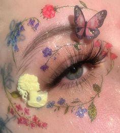 do eyeshadow makeup makeup camouflage makeup definition eye makeup only makeup eyeshadow makeup makeup definition looks makeup tutorials Boujee Aesthetic, Aesthetic Makeup, Aesthetic Pictures, Angel Aesthetic, Aesthetic Vintage, Cute Makeup, Pretty Makeup, Makeup Looks, Unique Makeup