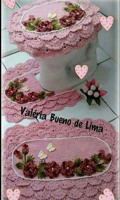 Crochet Round, Knit Crochet, African Interior, Crochet Home Decor, Crochet Stitches Patterns, Bathroom Rugs, Crochet Doilies, Crochet Projects, Flower Arrangements
