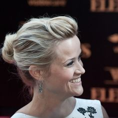 Reese Witherspoon's lovely blonde updo with a bump