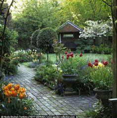 Affordable and creative diy backyard garden path on a budget (25)
