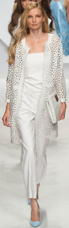 Classy laser cut duster adds a nice accent to this outfit. Runway Fashion, Fashion Show, Womens Fashion, Fashion Design, Fashion Trends, Estilo Fashion, Ideias Fashion, Spring Summer Fashion, Spring 2014