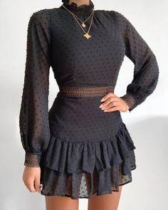 Trend Fashion, Look Fashion, Woman Fashion, Fashion Black, Ruffle Dress, I Dress, Shirt Dress, Looks Chic, Mode Outfits